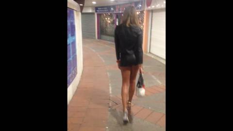 Valentine transgender hot & sexy catwalk - camminata sui tacchi