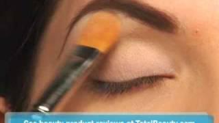 Makeup Tutorial: The Classic Pin-Up Girl