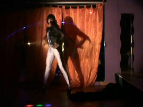 Valentine Vidal performing -Dancing on my own- Drag queen show