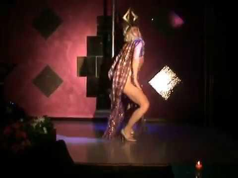 Valentine Vidal perfoming 'Slumber Party'- Britney Spears- drag show (video nella descrizione)